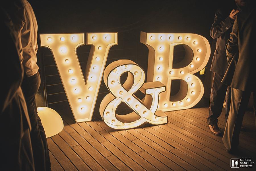 V&B030